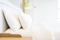 Подушка на кровати Стоковые Фотографии RF