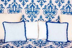 Подушка на софе и стуле Стоковые Фотографии RF