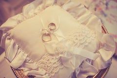 подушка партии воздушного шара предпосылки звенит венчание Пересеченный процесс для винтажного взгляда Стоковые Фотографии RF
