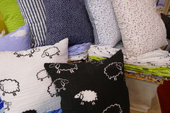 Подушки в спальне для релаксации Стоковое Изображение RF