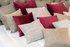 Подушки в спальне для релаксации Стоковые Изображения RF