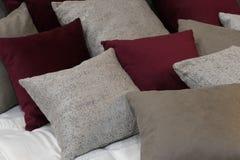 Подушки в спальне для релаксации Стоковые Изображения