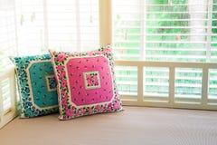 Подушки на кровати дня Стоковые Изображения
