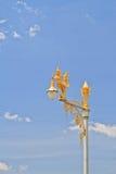 полу-женщина Полу-птицы на уличном фонаре Стоковая Фотография RF