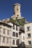 Полу-Timbered дома и замок Foix стоковая фотография
