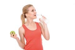Подходящая девушка с яблоком и водой Стоковое фото RF