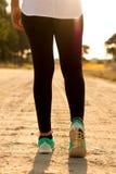 подходящая идущая женщина Стоковая Фотография