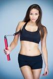 Подходящая тренировка женщины в самозащите Стоковые Изображения