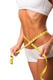 Подходящее молодое тело с измеряя лентой стоковое изображение rf