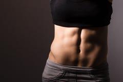 Подходящее тело женщины стоковые изображения rf