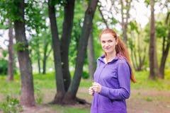 Подходящие sportive женщины jogging в парке Стоковое фото RF
