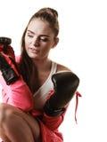 Подходящий бокс женщины изолированный на белизне стоковое изображение rf