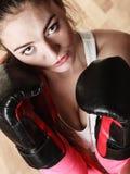 Подходящий sporty бокс женщины стоковое фото rf