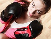Подходящий sporty бокс женщины стоковые фотографии rf