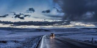 Подъездная дорога тибетского плато на сумраке Стоковое Изображение RF