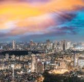 подъема японии зданий здания зодчества квартиры башня токио конкретного стеклянного высокого самомоднейшего селитебного стальная  Стоковая Фотография