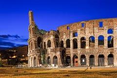 Подъем руин Рима выведенный Колизеем Стоковые Изображения