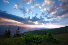 Подъем солнца рассвета рано утром в долину горы Стоковая Фотография