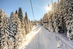 Подъем лыжи с стульями в курорте Kopaonik в Сербии Стоковые Фото