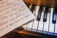пользует ключом лист рояля нот Стоковое Изображение