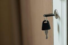 Пользуйтесь ключом дверь шкафа Стоковое Изображение RF