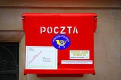 Польский национальный почтовый ящик красного цвета столба Стоковые Изображения