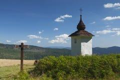Польша, горы Gorce, святыня обочины стоковое изображение