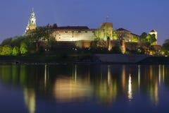Польша, Краков, lit-вверх замка Wawel королевский Стоковое Изображение RF
