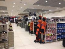 Польша, Slupsk: Интерьер магазина розничного торговца ботинка CCC Стоковое Изображение