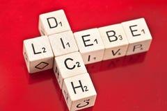 Полюбите вас в немце написанном на деревянной кости Стоковая Фотография