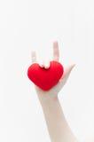 Полюбите знак рукой женщины и красную форму сердца на белом конце-вверх предпосылки Стоковые Фото