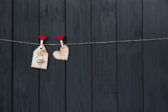 Полюбите сообщение на день ` s валентинки с ` влюбленности ` слов и розовым сердцем handmade Плоское положение акварель Стоковые Фото