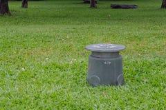 Поляк громкоговорителя в саде Стоковое Изображение