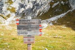 Поляк направления в итальянских Альпах Стоковое Изображение