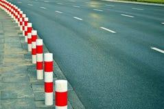 Поляк дорожного блока в прямой линии Стоковое Фото