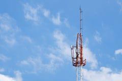 Поляк телефона в ясном небе Стоковые Изображения RF