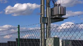 Поляк электричества и станция солнечной энергии сток-видео