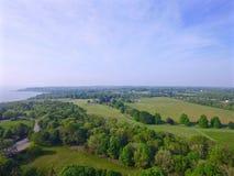 Поля и залив в Род-Айленде, США стоковые изображения