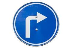 ` Права поворота ` дорожного знака изолированное на белизне Стоковые Изображения RF