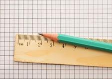 правитель карандаша крупного плана деревянный Стоковые Изображения