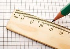 правитель карандаша крупного плана деревянный Стоковое фото RF