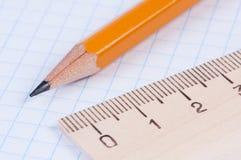 правитель карандаша крупного плана Стоковое фото RF