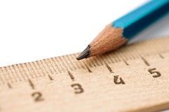 Правитель крупного плана и карандаш древесины Стоковая Фотография RF