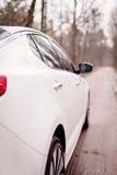 Правильная позиция белого автомобиля стоковое изображение
