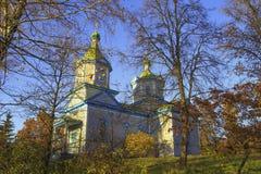 Правоверная деревянная церковь в парке осени в Pereyaslav Khmelnit стоковая фотография