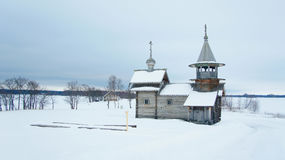 Правоверная деревянная церковь в деревне стоковые изображения