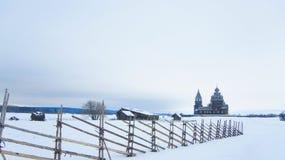 Правоверная деревянная церковь в деревне стоковое изображение