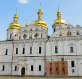 Правоверная христианская церковь с золотыми куполами в Киеве Стоковая Фотография RF