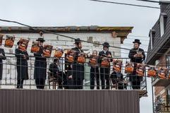 Правоверные евреи Hasidim празднуют Rosh Hashanah Молитва Стоковое фото RF