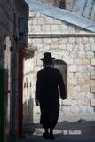 Правоверный еврейский человек в Иерусалиме Израиле Стоковые Изображения